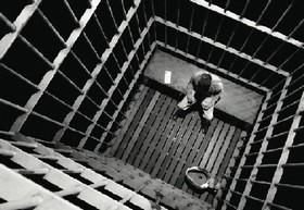 Déclaration d'urgence du gouvernement pour le projet de loi pénitentiaire : un choix injustifiable et illégitime