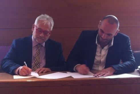 Jean-Pierre ANSQUER, PDG de SCAPIMED et Roland RODRIGUEZ, Président de la FNUJA, officialisent le partenariat.