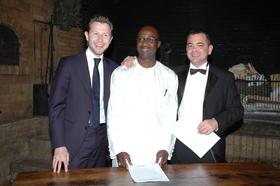 Moussa SARR entouré de Romain CARAYOL et Olivier BURETH